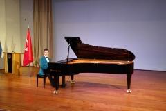 Güneş Yakartepe Piyano Nedir Kimdir Sözlük Ne Demek Genç Piyanist Musikisi Müzik OKUL Piano Büyük piyanoları (1)