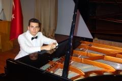Güneş Yakartepe Piyano Nedir Kimdir Sözlük Ne Demek Genç Piyanist Musikisi Müzik OKUL Piano Büyük piyanoları (11)