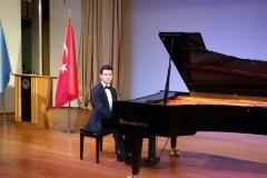 Güneş Yakartepe Piyano Nedir Kimdir Sözlük Ne Demek Genç Piyanist Musikisi Müzik OKUL Piano Büyük piyanoları (9)