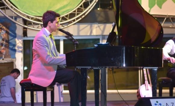 Piyanist Güneş Yakartepe Piano Piyano Çal Çalma Çalmak GÜNGÖREN PARK