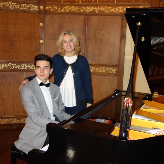 Piyanist Güneş Yakartepe Piano Piyano Çal Çalma Çalmak kadıköy yel değirmeni