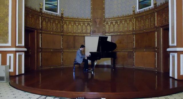 Piyanist Güneş Yakartepe Piano Konseri Kadıköy Yel Değirmeni Salonu