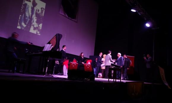 Piyanist Güneş Yakartepe Piano Piyano Isparta Atatürk Salonu genç piyanist