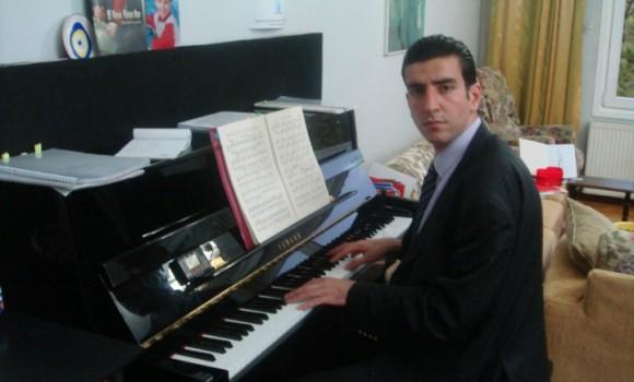 özgür savaş güney klarnet piyano müzik öğretmen müzisyen piyanist