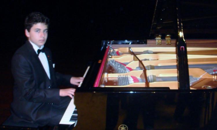 GÜNEŞ YAKARTEPE,sonet,sonetler,sonatın,sonatınlar,sonatinler,konçertıno,konvertıno,piyonist,pianist,piyanist,konser,klasik muzik,pıanıst,piyanıst,pıyanıst,