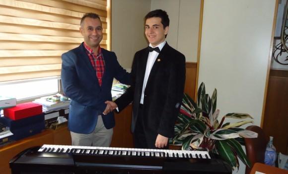 Genç Piyanist Güneş Yakartepe Murat Kavak (Doğum günü)  Bana güç Verenler Destekleyen Abim