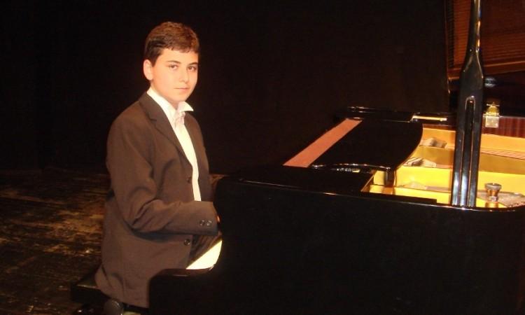 Süper Güneş yakartepe Küçük Çocuk Piyanist Piano Minik Ufak  Mini son güzel 525