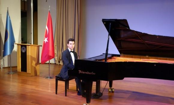 güneş yakartepe piyano msgsü Mimar sinan Üniversitesi Devlet Konser Konsertuarı kuyruklu büyük piano