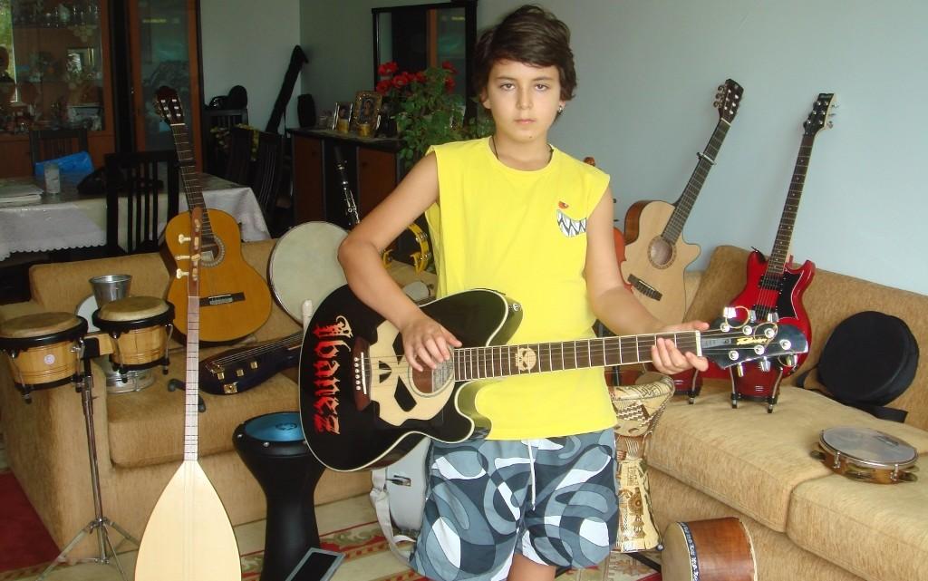 Gitar Telli Müzik Aletleri – Güneş 12 Yaşında