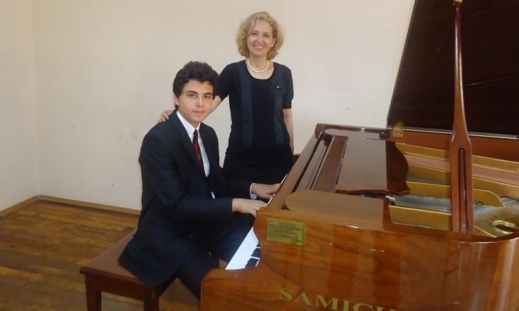 Pıyano,pıyona,pıano,pıona,pıono,piyono,piyana,pionas,pianos,piyonalar, piyanolar,kılasik,, muzik, muzık, müzık, muzik,müsic