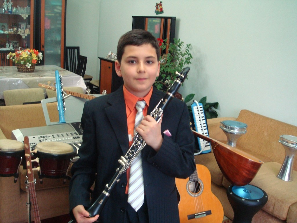 Küçük Müzisyen Çocuk Güneş Yakartepe'nin 11-13 Yaşları Arasında (KONSERVATUVAR ÖNCESİ) Televizyon ve Sahne Performansları