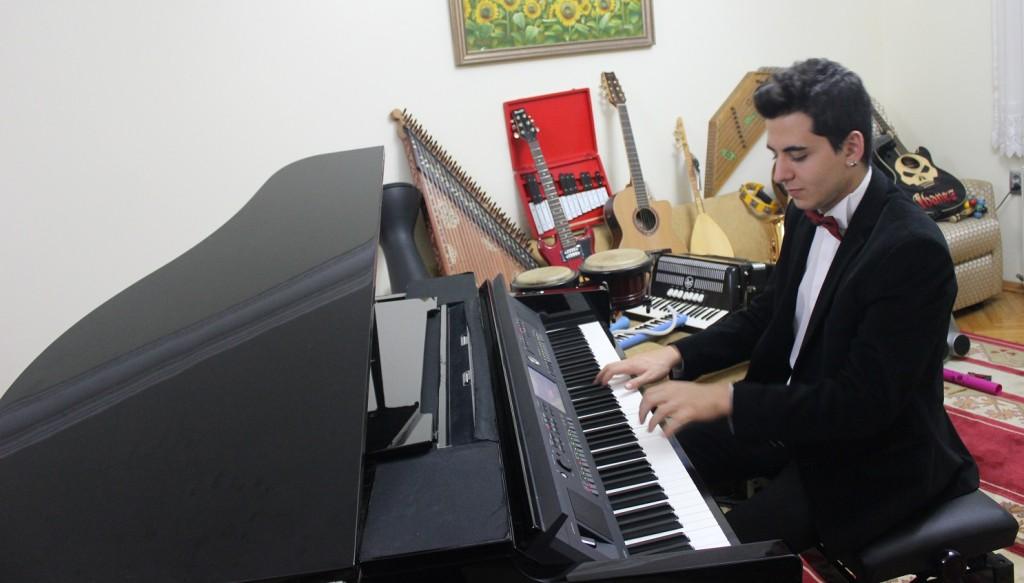 Piyanist Güneş Yakartepe Piyano İTÜ İstanbul Teknik üniversite Üniversitesi Devlet Konser Konservatuvarı Kuyruklu Büyük Piano Musiki Perde Akustik Komalı Haber (2)