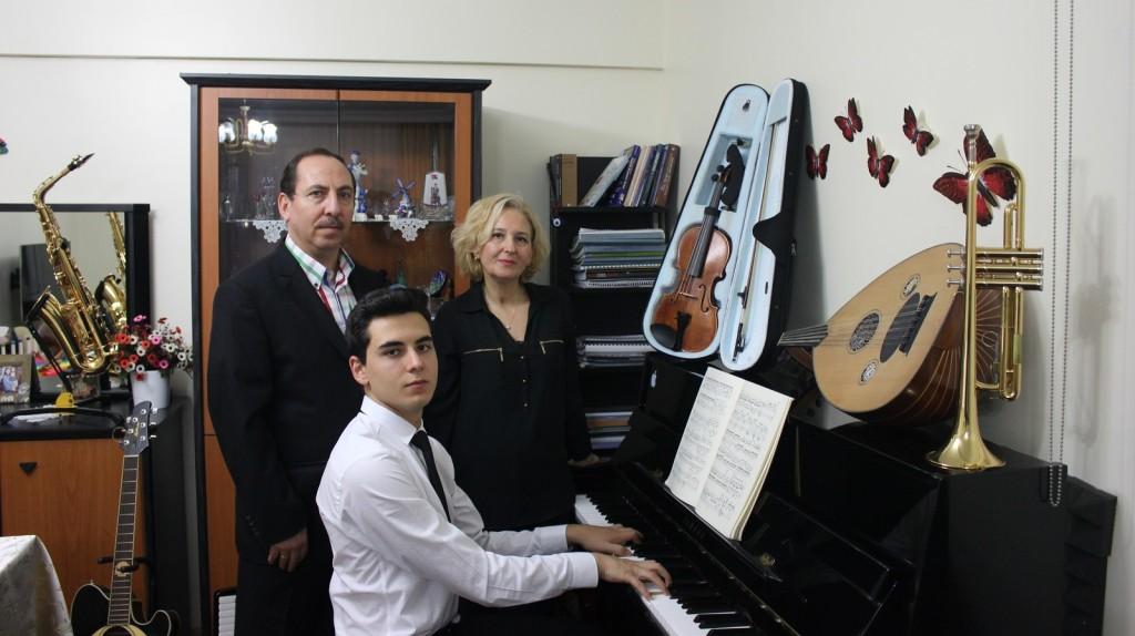 Piyanist Güneş Yakartepe Piyano İTÜ 95 Müzik Aleti Çalgı Çocuk Genç Konser Koma Büyük Piano Musiki Perde Akustik Komalı Haber 4071