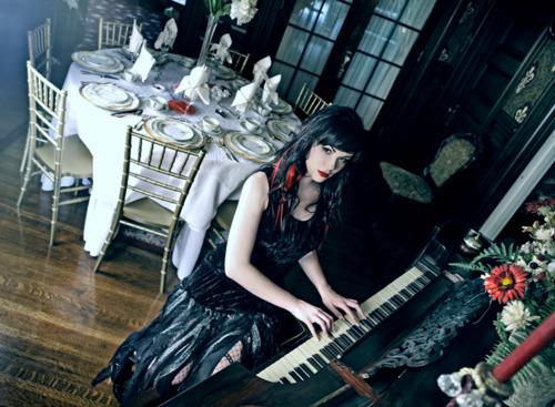 Güneş yakartepe piyanist PİYANO Nedir Bilgi Sözlük Giriş Piano piyanoları piyanosu Ne Demek Nasıl resim foto kız kadın güzel (1)