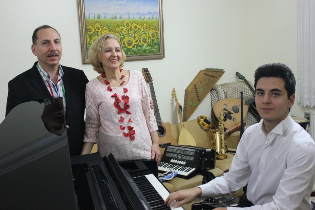 Piyanist Güneş Yakartepe Piyano İTÜ İstanbul Teknik Üniversite Üniversitesi Devlet Konser Konservatuvarı Kuyruklu Büyük Piano