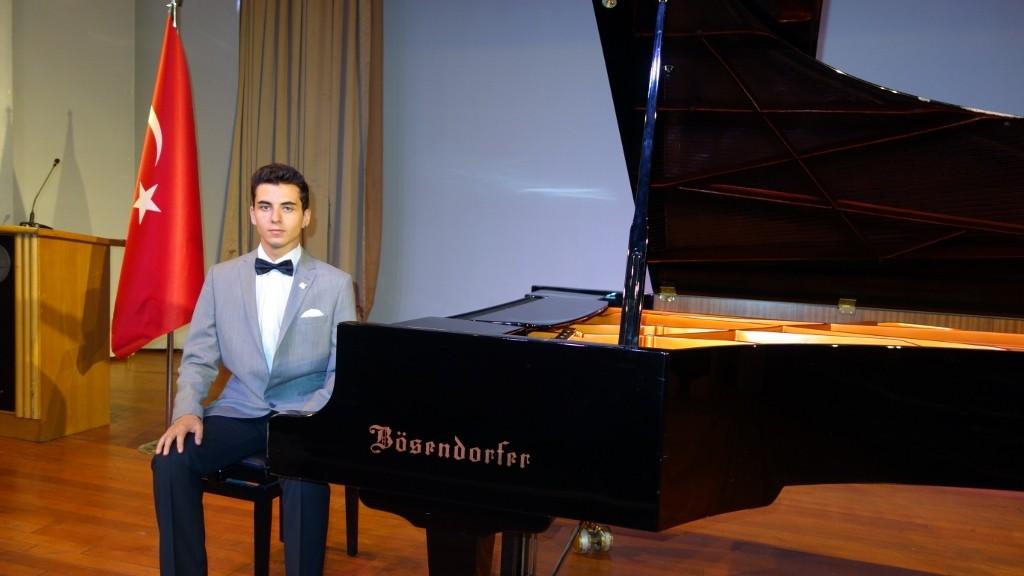 Piyanist Güneş Yakartepe Piyano Müzik Konseri Öncesi Piano Nedir,Kimdir, Önemi, Özellikleri, İlginç Müzik Önemli Bilgileri Bilgi