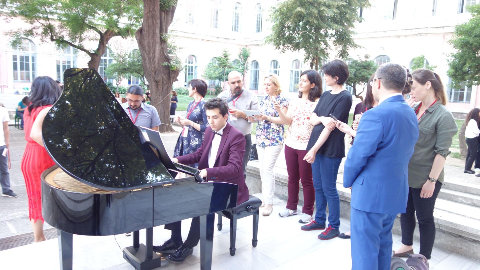 55. İstanbul Teknik Üniversitesi Taşkışla Bahçe Mimarlık Fakültesi Sempozyum Piyano Bahçe Kokteyli Resitali 2016 Piyano Müzikleri Konferans Etkinlikleri. Güneş Yakartepe 1