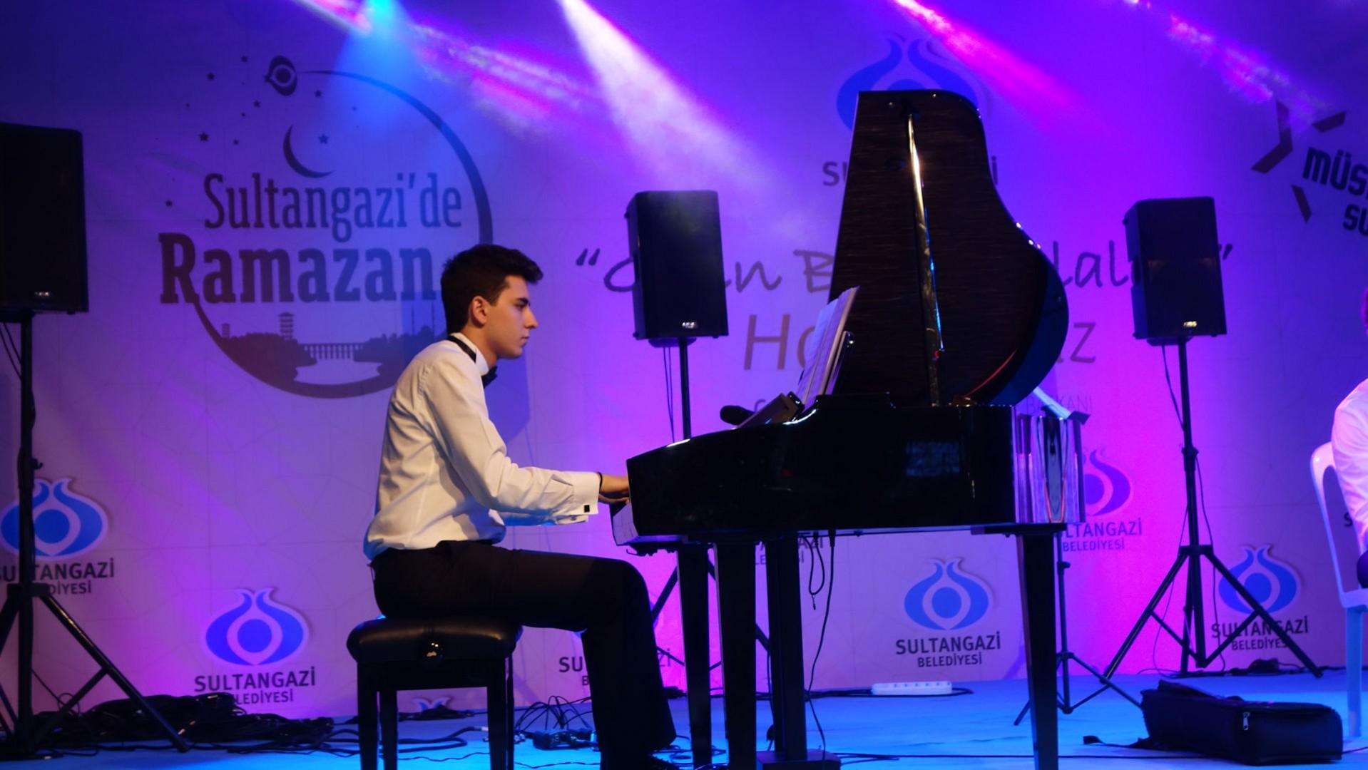 58. Sultangazi Belediyesi Ramazan Tasavvuf Konseri Nihat Hatipoğlu Konseri Öncesi Etkinliği. Genç Piyanist Güneş Yakartepe. Grup Piyano Türk Turki Turko 2