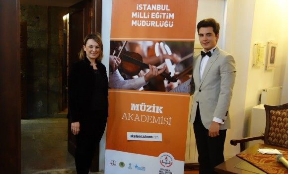 Öğretmen Marşı – Şarkısı Şiir-Beste: Güneş Yakartepe Müzik Akademisi Genç Besteci Konser Ve Söyleşi