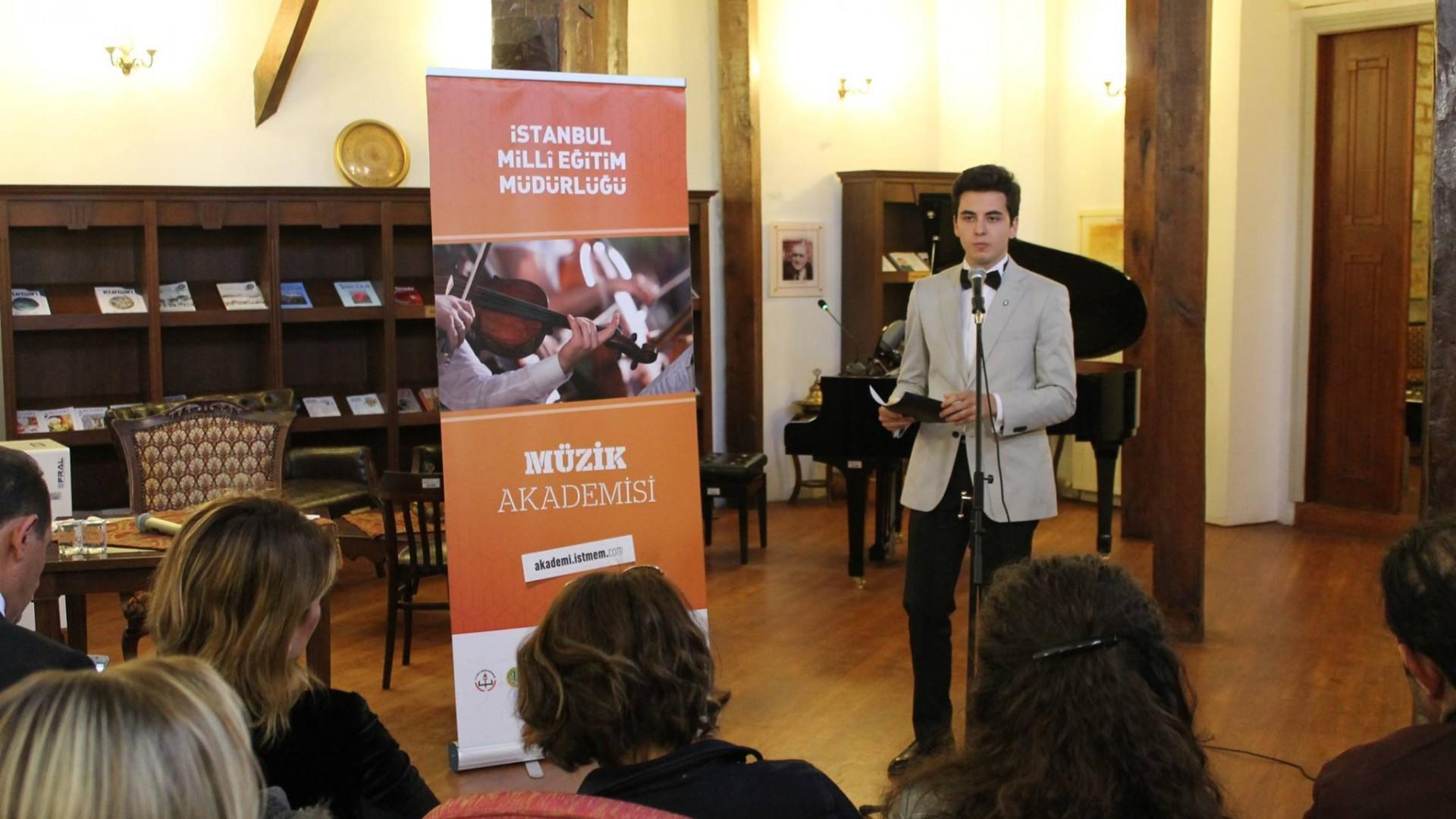 Genç Şair Bestekar Güneş Yakartepe Konseri 15 Temmuz Vatan ÜlkeYurt Bayrak Şiirleri Besteleri Yeni Nota Kitabı Çıktı