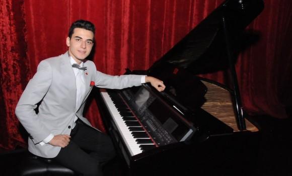Piyano Enstrümantal GEL SEN BİZE AKŞAM Türk Sanat Müzik Eser Solo DüzenlemeGüneş Yakartepe Resital