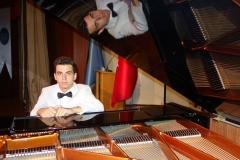 Güneş Yakartepe Piyano Nedir Kimdir Sözlük Ne Demek Genç Piyanist Musikisi Müzik OKUL Piano Büyük piyanoları (7)