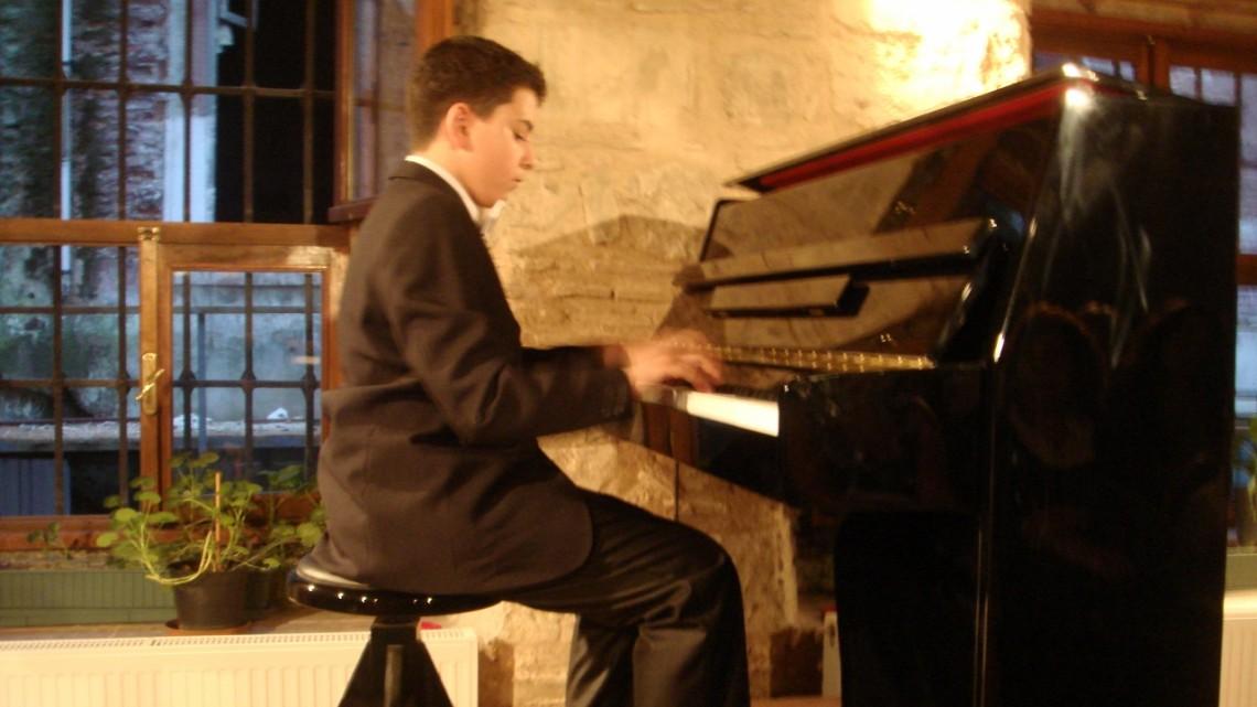Galata Kulesi Klasik Müzik Piyano Konseri – Güneş 15 Yaşında
