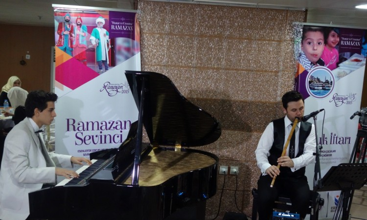 Esenler Vapurda Çocuk İftarı Piyano veNey Düeti Piyano: Güneş Yakartepe