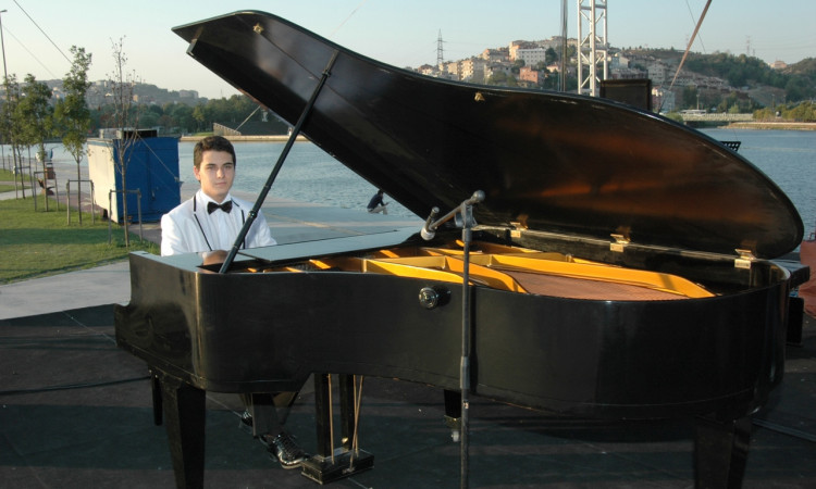 gunes-yakartepe-kuyruklu-piyano-eyup-konseri-foto-resim