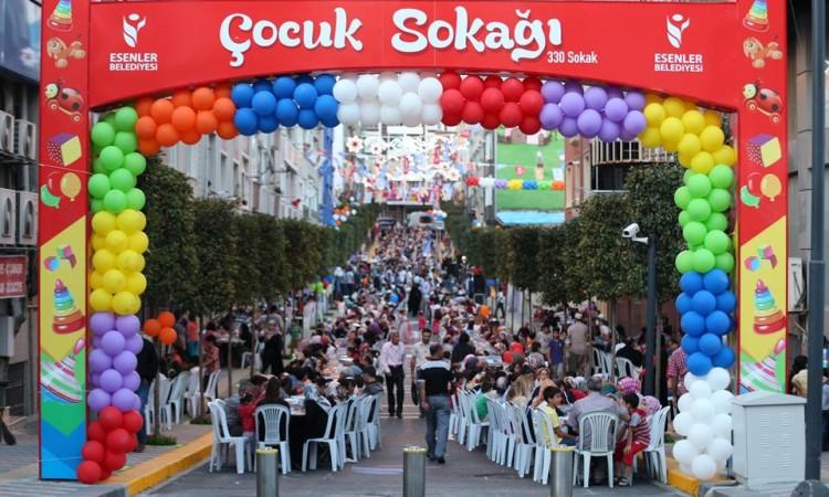 Esenler Belediyesi ilk kez oruç 3 bin çocuk aile Ramazan Sokak iftarı