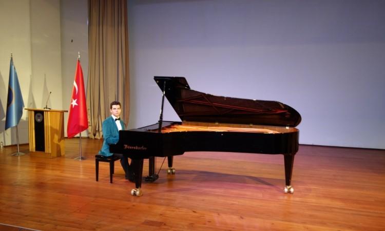 güneş yakartepe piyano genç piyanist Mimar sinan Üniversite PIYANO Oditoryum Konservatuarı kuyruklu piano