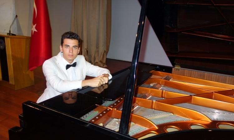 güneş yakartepe piyano genç piyanist müzikleri musikisi muzik kuyruklu büyük piano Konservatuvarı