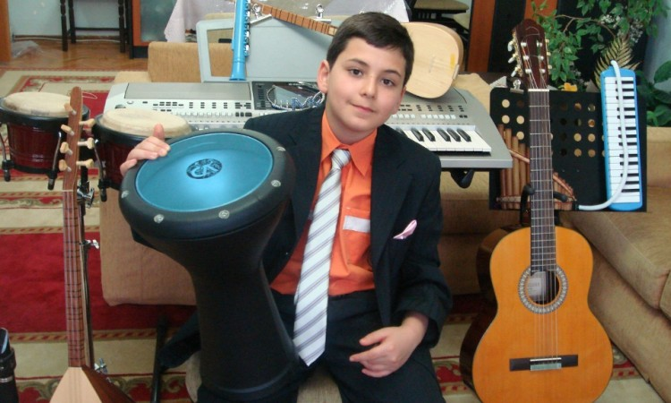 güneş yakartepe küçük çocuk rekor enstrumanı küçük müzik aletleri DARBUKA DÜMBELEK
