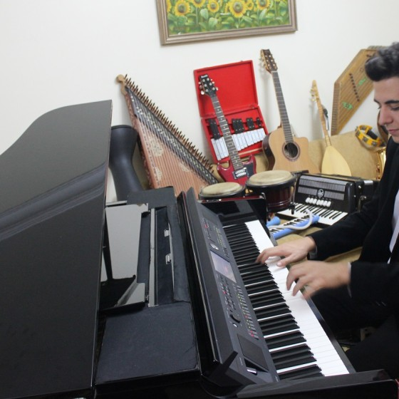 Piyanist Güneş Yakartepe Piyano İTÜ 95 Müzik Aleti Çalgı Çocuk Genç Konser Koma Büyük Piano Musiki Perde Akustik Komalı Haber (2)