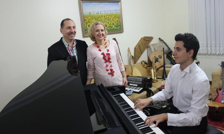 """Türk Müziğine """"KOMALI PİYANO"""" Yorumu Zerrin Mehmet Güneş Yakartepe"""