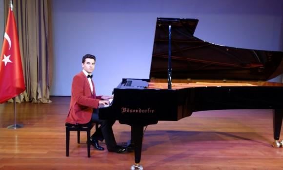 güneş yakartepe piyano Mimar sinan Üniversitesi Devlet Konsertuarı kuyruklu büyük piano Konseri Etkinlik PiyanoTürk Konser Etkinlikleri Piyano Türk