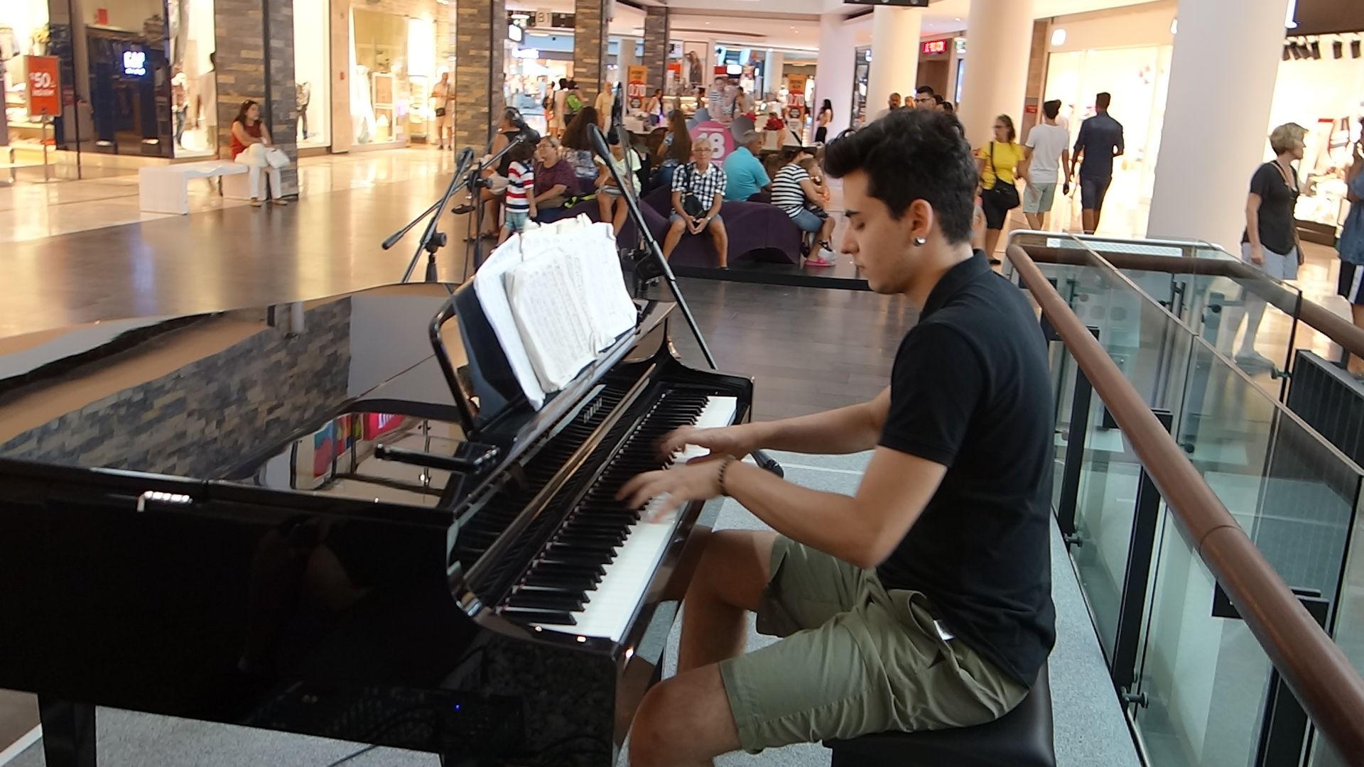 60. Midtown Bodrum Alış Veriş Merkezi Müzikleri Konser 2016 Konserleri Etkinlikleri. Piano Pianist Solo Resital Her Tür Şarkı Türkü 1