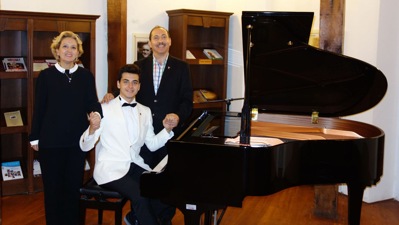 Genç Piyanist Güneş Yakartepe Anne Ve Babam Son 5 Yıl Verdiği Konserler Etkinlikler Liste 2011 2016 2017 Piyano Müzikleri Dinleti PiyanoTürk Son