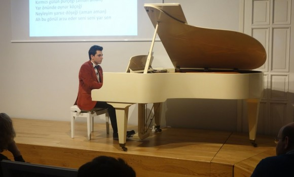 Segah Niyaz İlahisi DİNLE SÖZÜMÜ SANA DİREM Sufi Müzik Mevlevihane Tasavvuf Sultan Veled Mevlana Piyano Konseri Genç Piyanist Güneş Yakartepe Müzik Şarkı