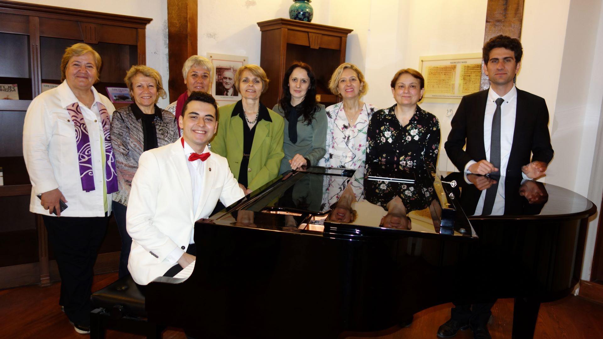 Türk Müziği En Son Çıkan 2020 Yeni Beste Bayati Makam Piyano Beyati Yeni Çıkan Şarkı Son Bestesi Kompozitor Bestekar Genç Halk Sanat Komalı Kimdir En Güzel Müzikler Bilgisi